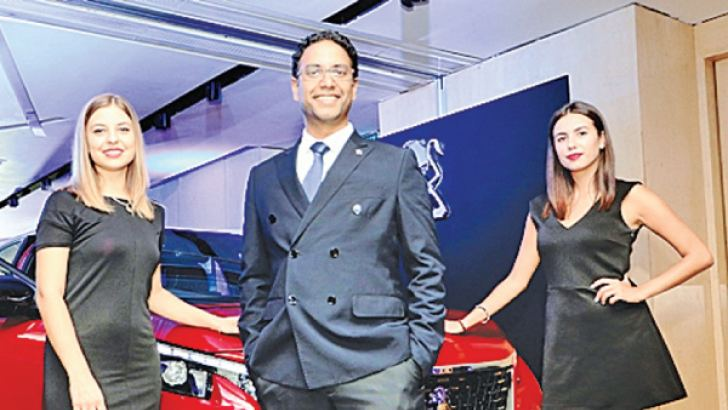 Yasendra Amerasinghe, Director, Chief Executive Officer, Carmart with models at the launch. Pictures by Saman Sri Wedage