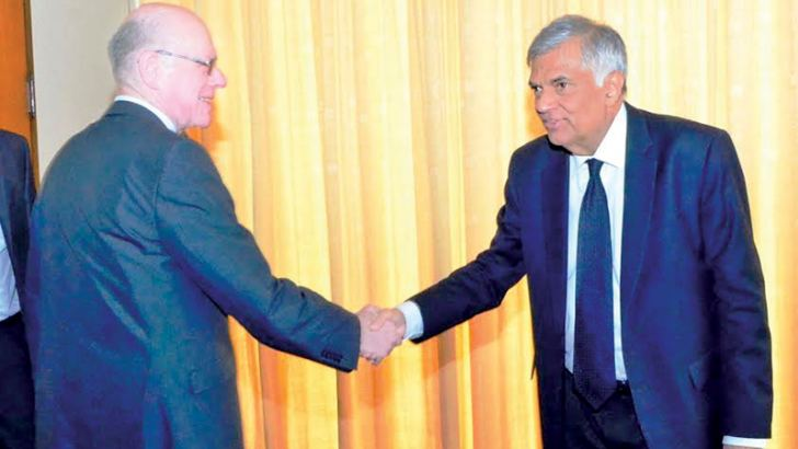 Visiting President of the German legislature, Bundestag, Professor Norbert Lammert called on Prime Minister Ranil Wickremesinghe at the Parliamentary complex yesterday.