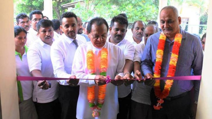 Eastern Province Health Minister A. L. M. Nazeer opening the centre. Picture by I. L. M. RIZAN,