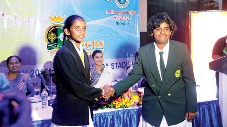 Amasha Dilshani captain of Anula Vidyalaya and Pabasara Ranabahu captain of Ratnawali Balika Vidyalaya shake hands at the press conference held at the MCA.