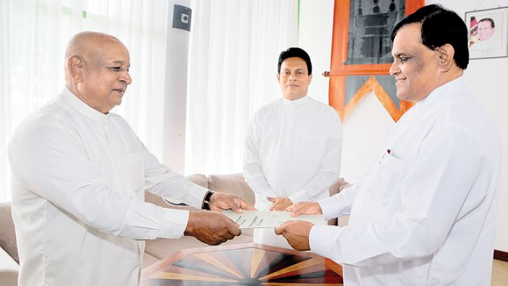Susil Gunarathne swearing in as the Transport, Sports, Youth Affairs, Cooperative, Trade and Food and Industrial Development Minister of the NCP before Governor P.B. Dissanayake