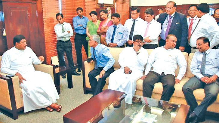 Minister Ravi Karunanayake with ministry officials and staff