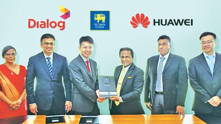 CEO Huawei Technologies Lanka Co., (Pvt) Ltd Shunli Wang (3rd from left), exchanging the agreement with Thilanga Sumathipala, president, Sri Lanka Cricket. Amali Nanayakkara, Group Chief Marketing Officer, Dialog Axiata PLC, Supun Weerasinghe, Group Chief Executive of Dialog Axiata PLC, K Mathivanan, vice president, Sri Lanka Cricket and Guanghua Qian, CFO, Huawei Technologies Lanka Co., (Pvt) Ltd are also present.