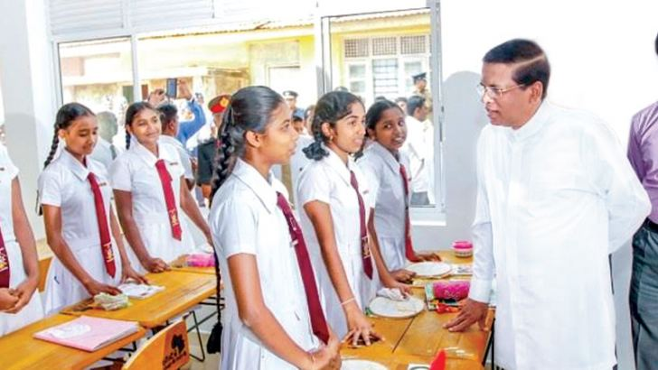 President Maithripala Sirisena speaking with the students of the Athtanakadawala Maha Vidyalaya.