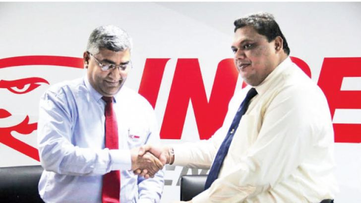 INSEE Cement CEO Nandana Ekanayake  (left) exchanging the agreement with NAITA Chairman Dr. A.U.C. Athukorala