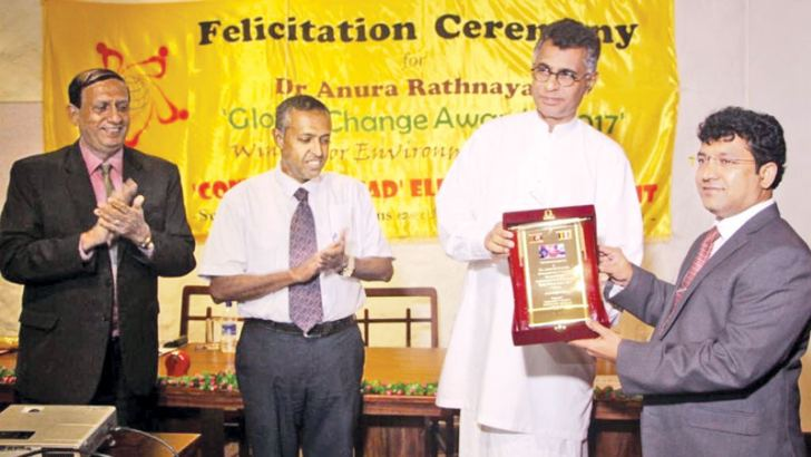 Minister Patali Champika Ranawaka presenting a memento to  Dr.Anura Rathnayake during a ceremony to felicitate him at hotel Nippon in Colombo. Picture by Nissanka wijerathne