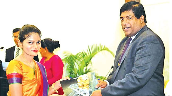 Minister Karunanayake presenting an IOMAC-ONS Certificate to one of the  recipients
