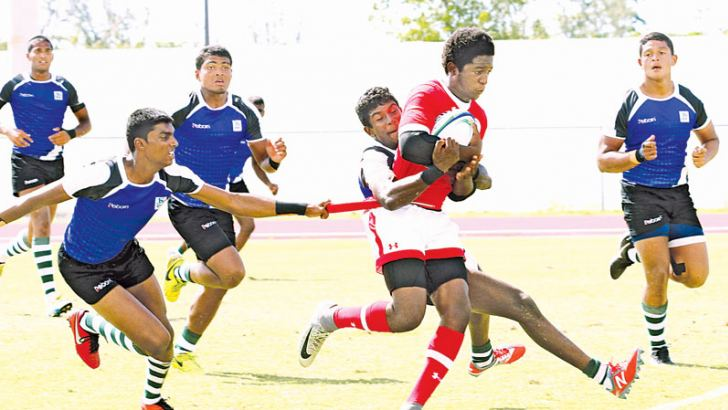 Lankan defenders (blue) rushing in to tackle a Canadian attacker.