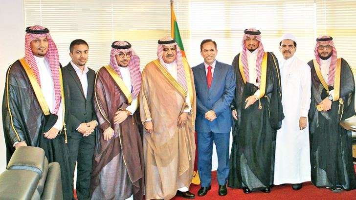 The delegation with  State Minister of Rehabilitation and Resettlement M.L.A.M. Hizbullah.