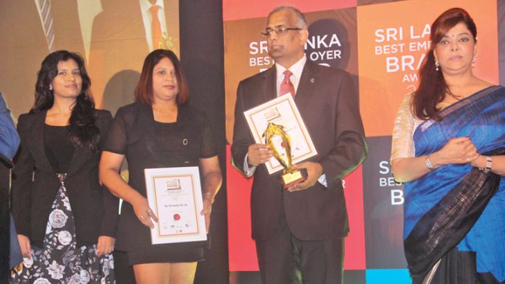 Colombo City Centre officials with their award