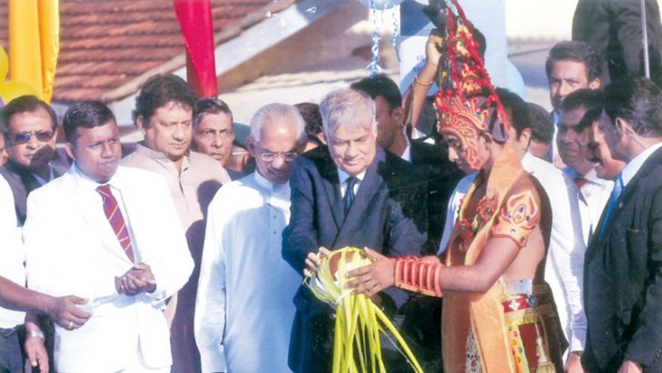 Prime Minister Ranil Wickremesinghe inaugurating the swimming pool. Also in the picture are Minister of Education Akila Viraj Kariyawasam, Deputy Minister of Finance and Chief Organizer for UNP for Moratuwa Eran Wickremaratne, former Minister and Chief SLFP organizer for Moratuwa Jeevan Kumaranatunge, former Principal J W S Siriwardene and the General Secretary of the Prince of Wales' College Old Boys' Association Lal Leelarathne Fernando.   (Picture by Dilwin Mendis, Moratuwa Sports Special Correspondent)