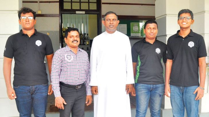 Members of the Drama Club with Rev. Bro. Henry Dissanayake. Pictures by Thushara Fernando