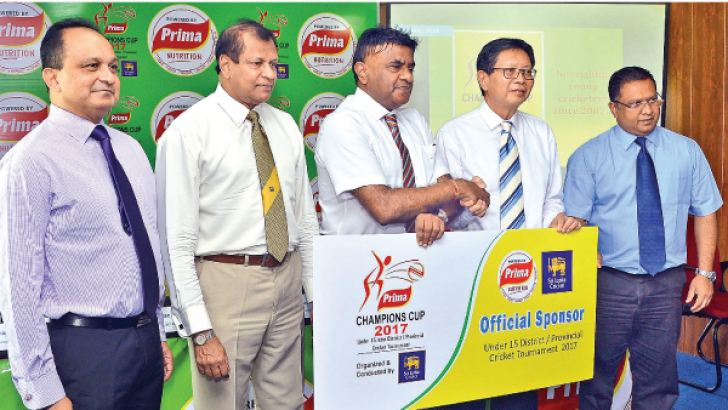 Sri Lanka Cricket vice president K. Mathivanan receiving the sponsorship cheque from General Manager of Prima Group Shin Tien Shing for the Prima Champions Cup 2017. Ashley de Silva, CEO of Sri Lanka Cricket, Secretary of Sri Lanka Cricket Mohan De Silva and Deputy General Manager of Prima Group Sajith Gunaratne are also in the picture. Picture by Saman Mendis