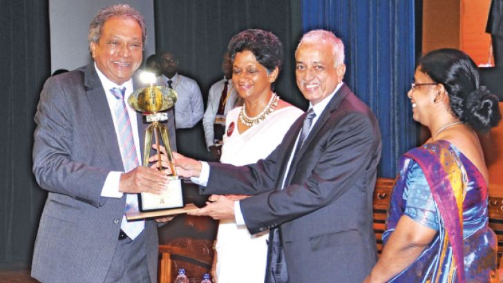 Malik Samarawickrama, Minister of Development Strategies and International Trade, presenting the award to SriLankan Airlines Group Chairman Ajith Dias at the Presidential Export Awards at the BMICH last week.