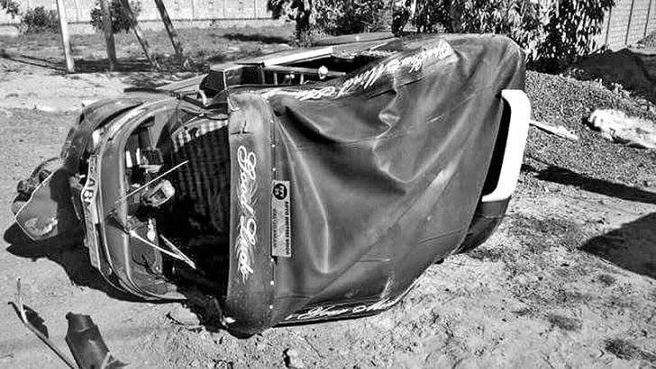 A three wheeler travelling from Batticaloa to Palugamam veered off the Batticaloa –Kalmunai highway at Thalankuda church in Kattankudy when a bull was crossing the road on Thursday. The injured driver was admitted to the Batticaloa Teaching Hospital, while the passenger was admitted to the Arayampathy District Hospital. Kattankudy Police are investigating. Picture by Sivam Packiyanathan, Batticaloa Special Correspondent