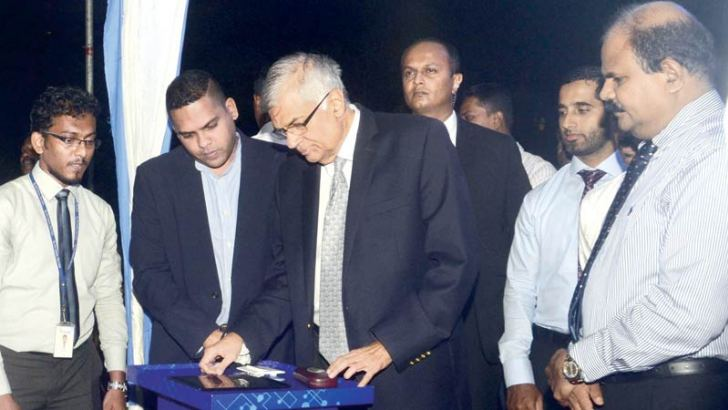 Prime Minister Ranil Wickremesinghe yesterday opened the Road Side Wifi Panel at Galle Face. Telecommunications and Digital Infrastructure Minister Harin Fernando, Sri Lanka Telecom Chairman Kumarasinghe Sirisena and Senior Sri Lanka Telecom officials were present. Picture by Wimal Karunathilake