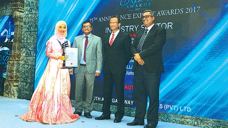 AqlaMizverSajjaad, Director Marketing at Macksons receiving the Export Award in the presence of Dr. Dayaratna Silva, National Project Coordinator, Trade Related Assistance -EU Sri Lanka,UpulJinadasa, General Manager, IT - South Asia Gateway Terminals and Dr. Thomas Scaria, Senior Programme Officer –The Colombo Plan Secretariat.