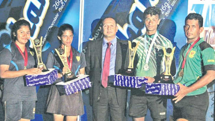 CBL's Senior Field Sales Manager V. Ananthan flanked by the Best male and female Players and winning goal keepers at the awards presentation.