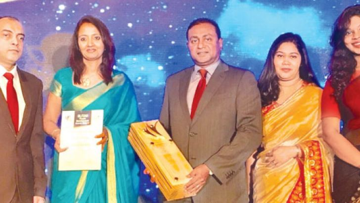 SriLankan Airlines HR team with the SLITAD award 2016/17