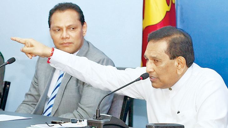 Ministers Dr. Rajitha Senaratne and Dayasiri Jayasekera at the cabinet briefing yesterday.  Picture by Marlon Karunaratne