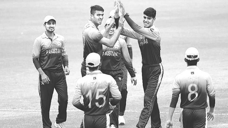 Pakistan celebrate their win over Sri Lanka and a place in the quarterfinal