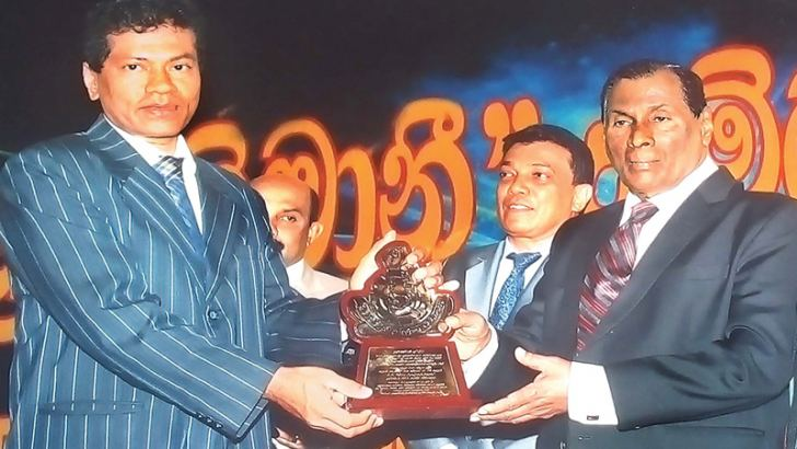 S.A.D.D. Harshanath receiving the award from Minister W.D.J. Senewiratne