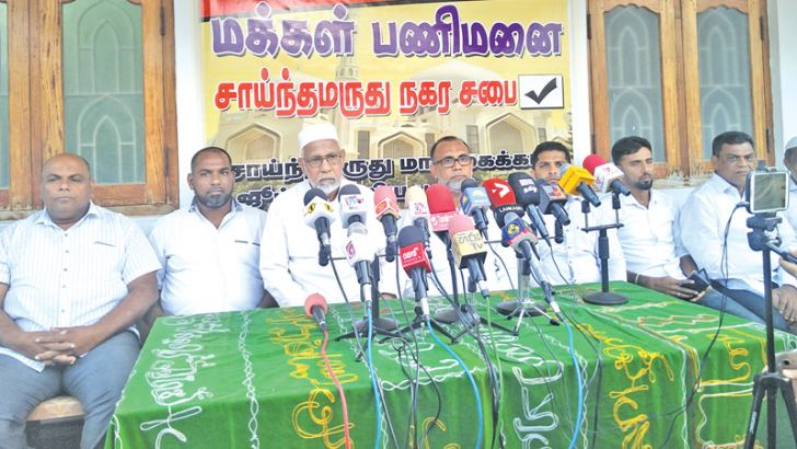 Sainthamaruthu-Malihaikadu Jummah Mosque President Y.M. Haneefa addressing the participants.
