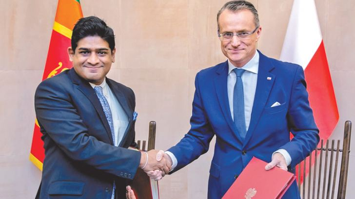 State Minister Wasantha Senanayake and Polish Deputy Minister of Foreign Affairs Marek Magierowski after signing the agreements.
